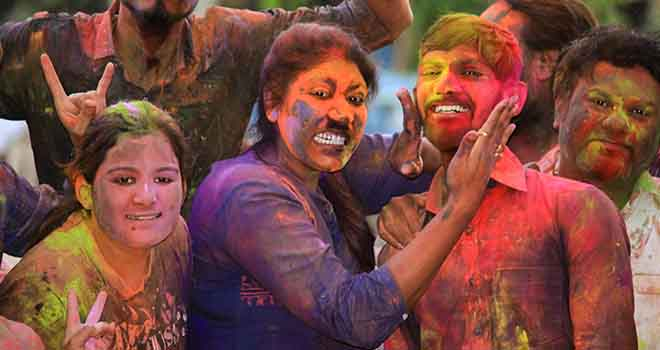 culture-holi-office-festival